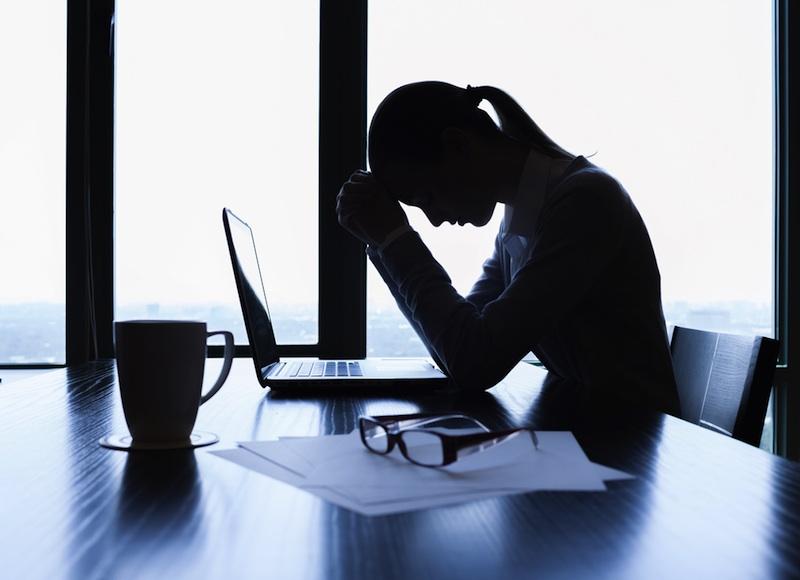 sad-woman-computer